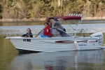 Lake_Eildon_Houseboat_Camping_Park_Members_Boating